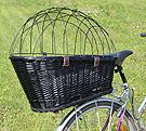 Proutěný košík na kolo